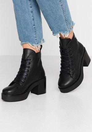 KARY - Platåstøvletter - black