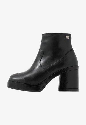 WENDA - Korte laarzen - black