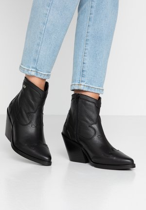 BRISA - Cowboy/biker ankle boot - black