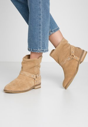 BESIE - Cowboy/biker ankle boot - tan