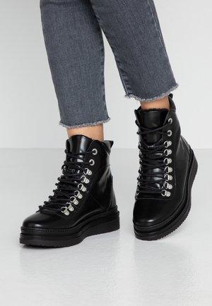 ARIADNA - Kotníkové boty na platformě - black