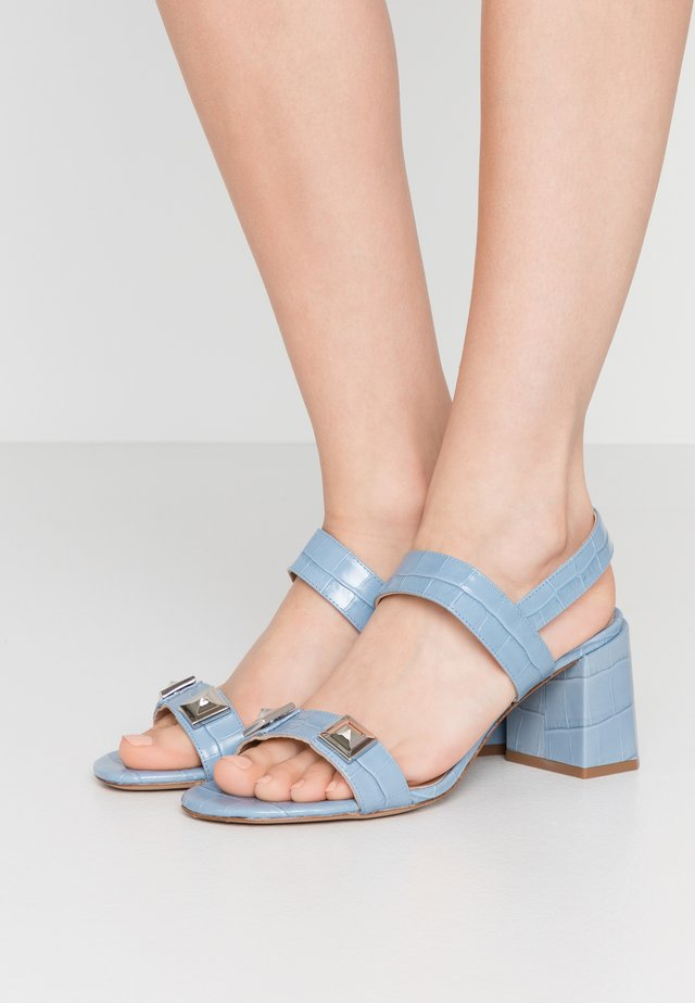 Sandales - cielo