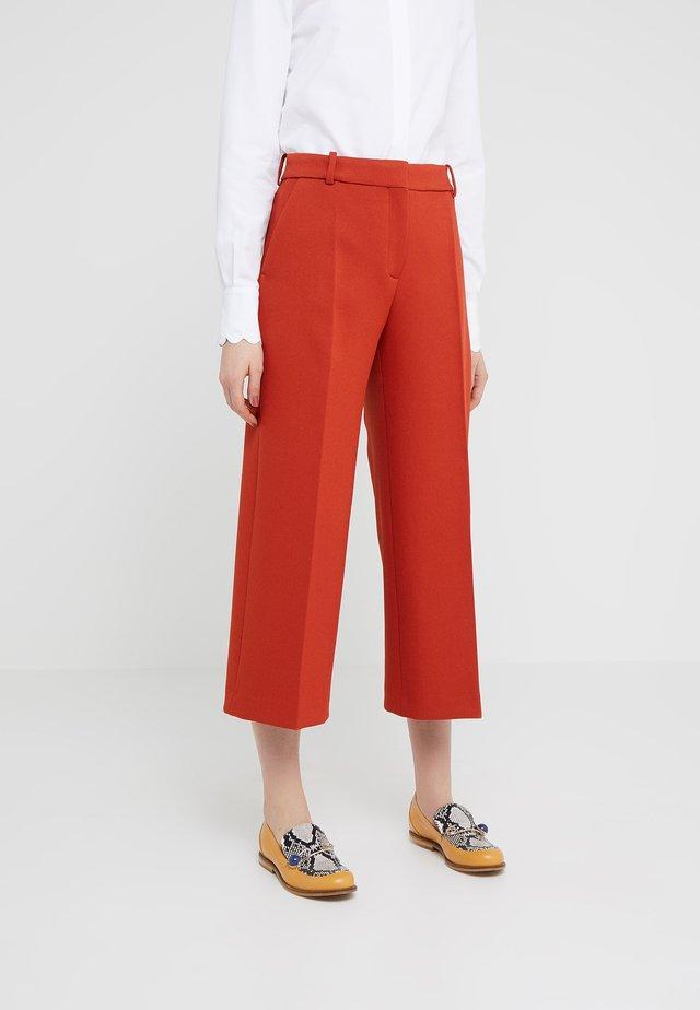 URSULLA TROUSERS - Pantaloni - medium red