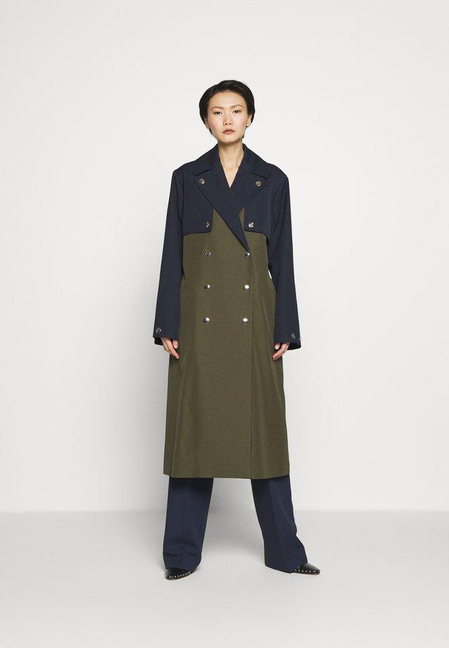 MAE - Trenchcoat - dark green