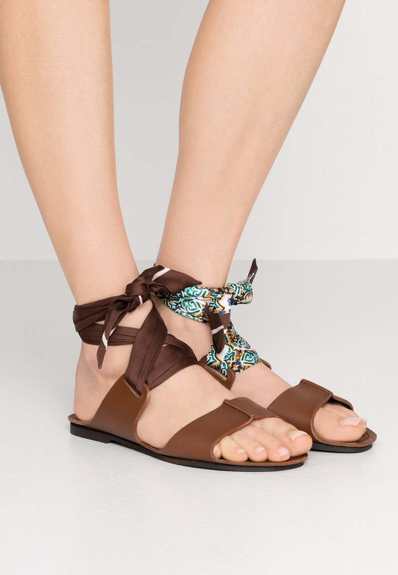 WEEKEND MaxMara - CABINA - Sandals - dunkelbraun