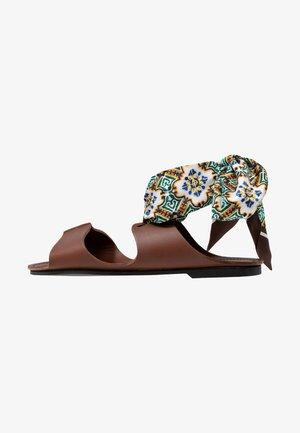 CABINA - Sandals - dunkelbraun