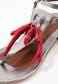 WEEKEND MaxMara - DOMEZ - Sandály s odděleným palcem - silber - 2