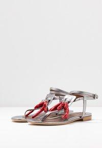 WEEKEND MaxMara - DOMEZ - Sandály s odděleným palcem - silber - 4