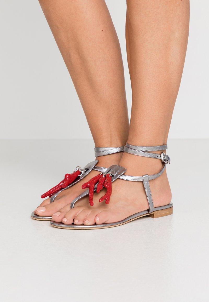 WEEKEND MaxMara - DOMEZ - Sandály s odděleným palcem - silber