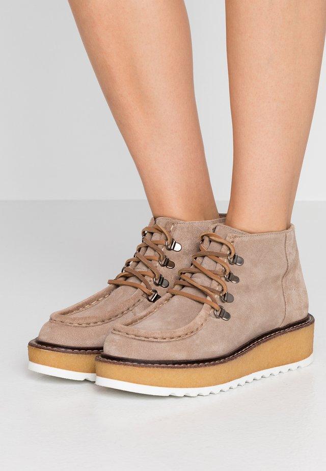 CANTICO - Ankle boots - taubengrau