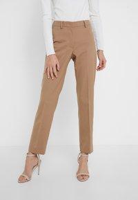 WEEKEND MaxMara - DEMETRA - Spodnie materiałowe - kamel - 0