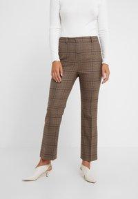 WEEKEND MaxMara - PANTERA - Spodnie materiałowe - kamel - 0