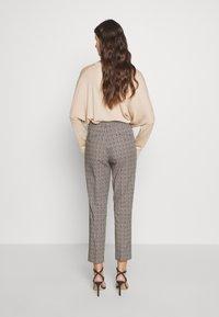 WEEKEND MaxMara - CANARD - Kalhoty - beige - 2
