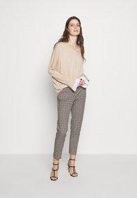 WEEKEND MaxMara - CANARD - Kalhoty - beige - 1