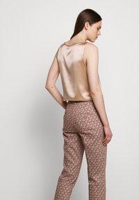 WEEKEND MaxMara - CABRAS - Trousers - koralle - 4
