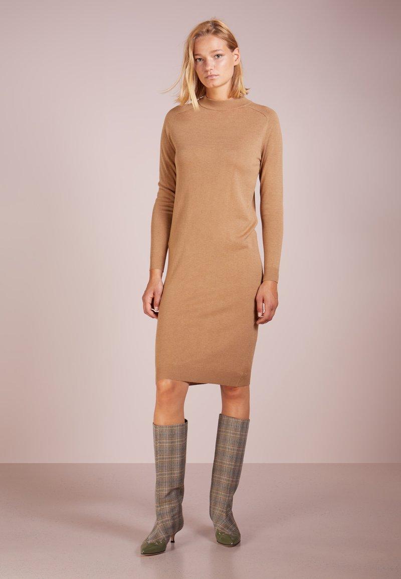 WEEKEND MaxMara - ANSELMO - Gebreide jurk - kamel