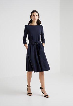 PARMA - Žerzejové šaty - ultramarine