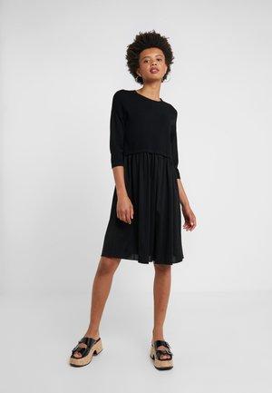 MINCIO - Strikket kjole - schwarz
