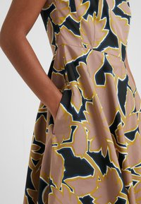 WEEKEND MaxMara - SALOON - Freizeitkleid - rosa - 5