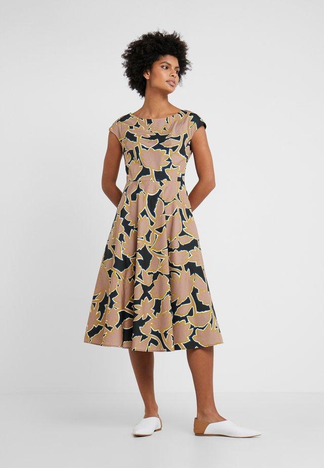 SALOON - Denní šaty - rosa