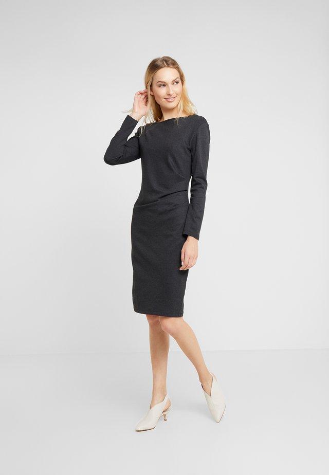 GIANNI - Pouzdrové šaty - anthrazit