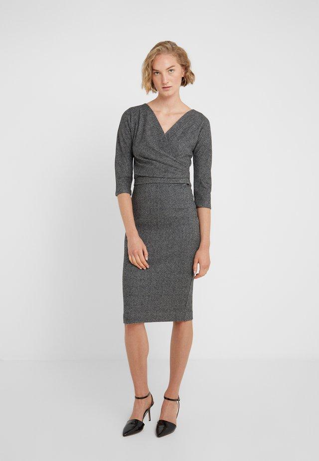 PERGOLA - Pouzdrové šaty - schwarz
