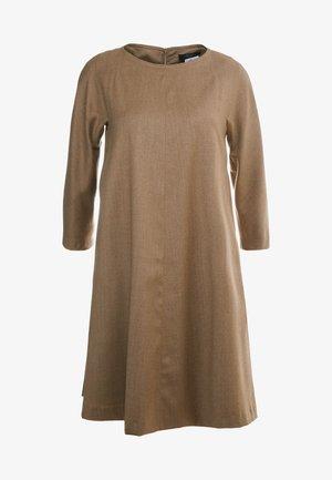 TONICO - Robe fourreau - kamel