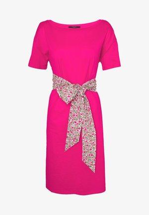 BORNEO - Žerzejové šaty - shocking pink