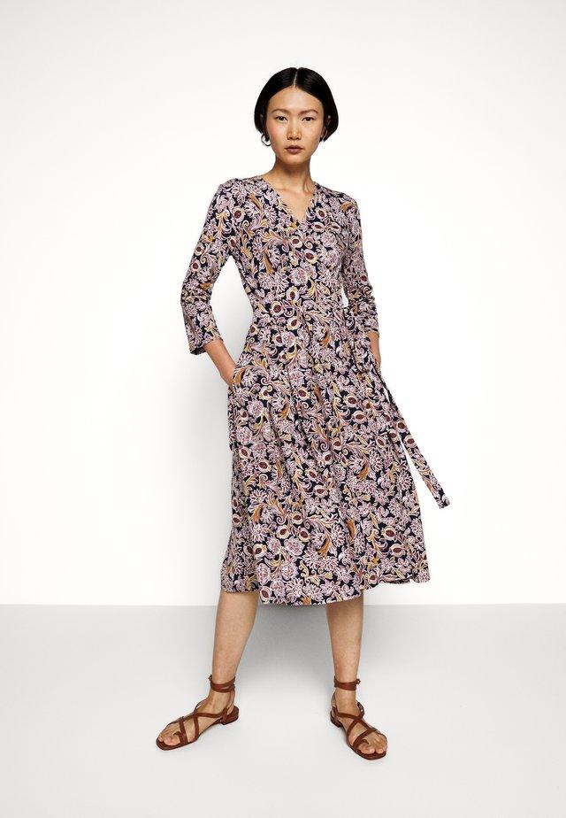OXIRIA - Jerseyklänning - altrosa