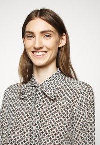 WEEKEND MaxMara - OKRA - Button-down blouse - jade - 4