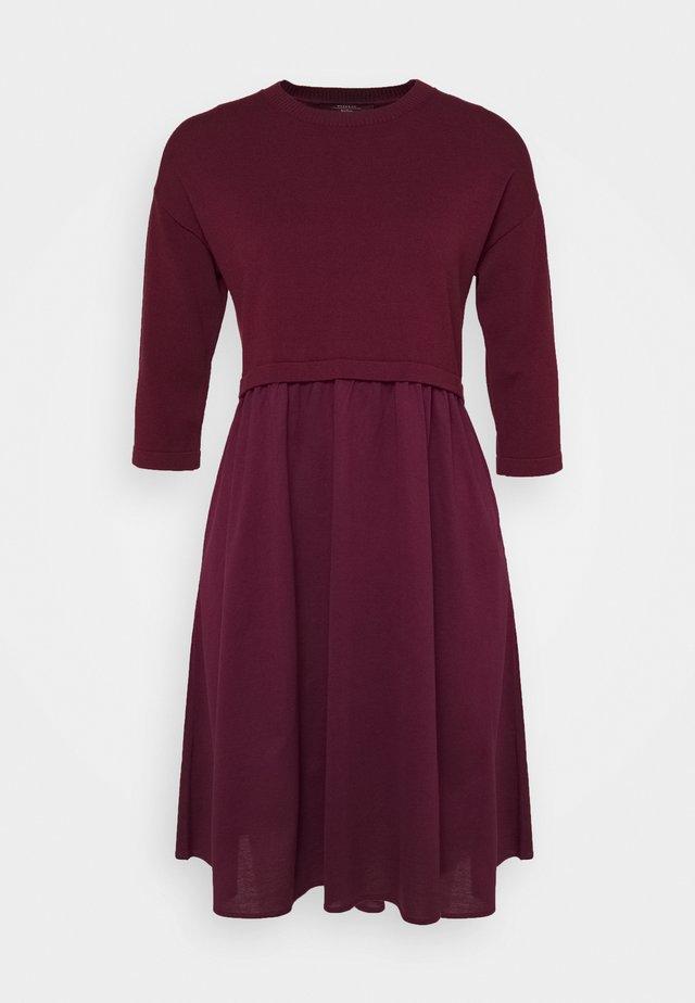 KUENS - Sukienka z dżerseju - plum