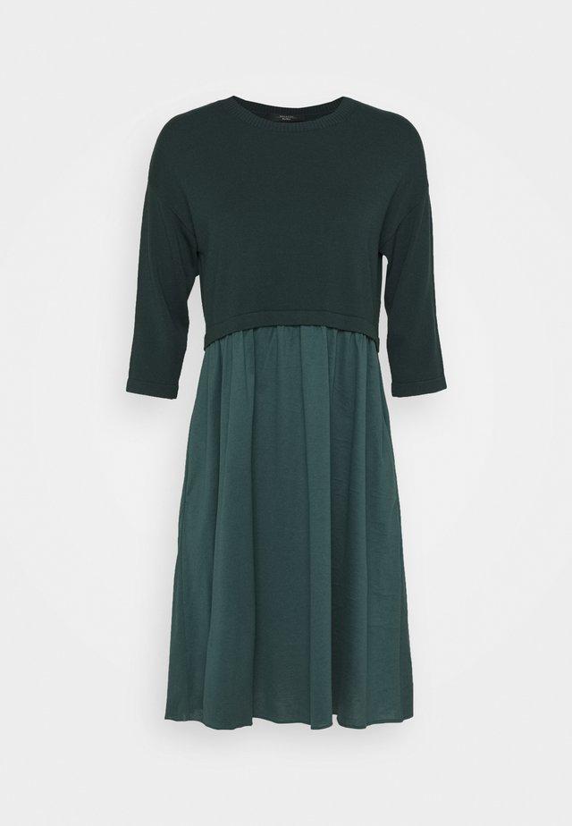 KUENS - Sukienka z dżerseju - mirto