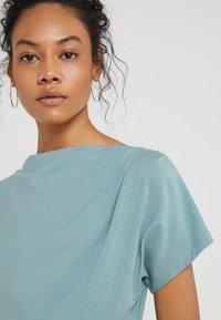 WEEKEND MaxMara - MULTID - Print T-shirt - wasser - 3