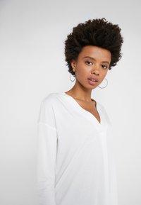 WEEKEND MaxMara - Bluzka z długim rękawem - white - 4