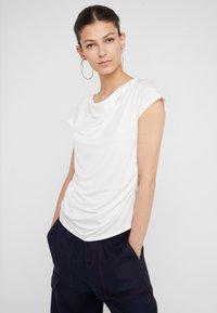 WEEKEND MaxMara - MULTIF - T-shirt z nadrukiem - weiß - 0