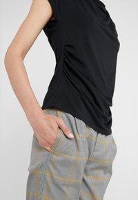 WEEKEND MaxMara - MULTIF - Camiseta estampada - nero - 5