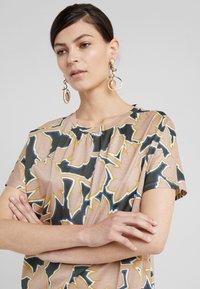 WEEKEND MaxMara - KASTEL - Print T-shirt - rosa - 4