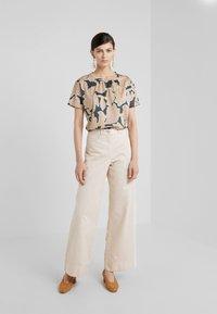 WEEKEND MaxMara - KASTEL - Print T-shirt - rosa - 1