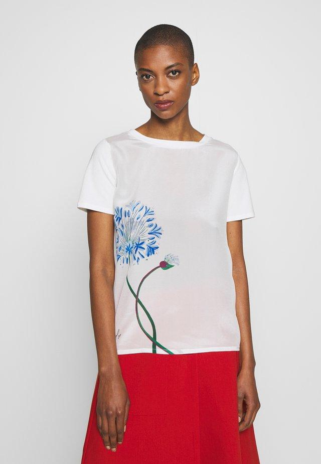 ALASKA - T-shirt med print - white
