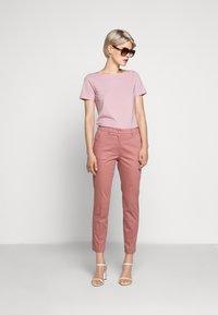 WEEKEND MaxMara - MULTIC - Jednoduché triko - light pink - 1
