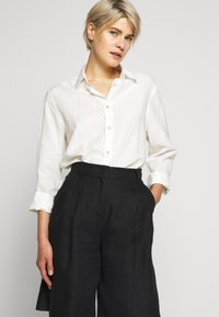 WEEKEND MaxMara - SOLE - Shorts - black - 3