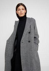 WEEKEND MaxMara - PORFIDO - Zimní kabát - schwarz - 3