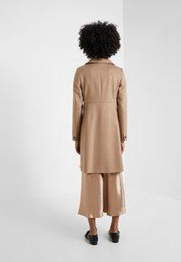 WEEKEND MaxMara - NUORO - Zimní kabát - camel - 2