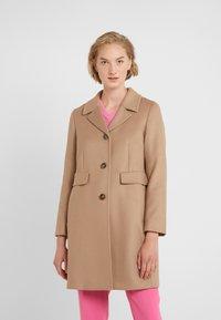 WEEKEND MaxMara - DESY - Krátký kabát - kamel - 0