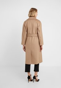 WEEKEND MaxMara - OTTANTA - Classic coat - kamel - 2