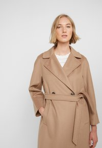 WEEKEND MaxMara - OTTANTA - Classic coat - kamel - 3