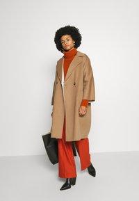 WEEKEND MaxMara - BALTA - Classic coat - erde - 1