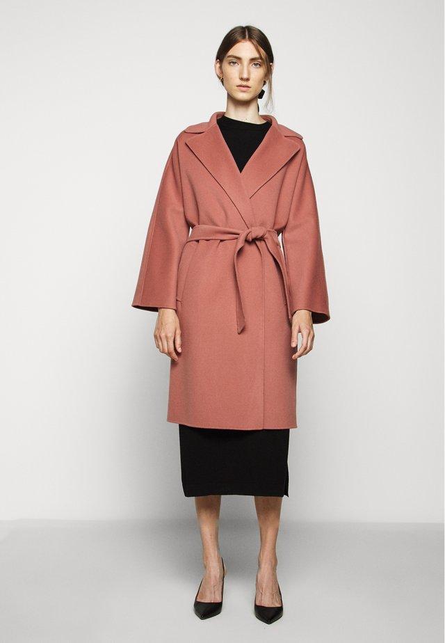 Zimní kabát - altrosa
