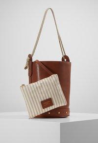 WEEKEND MaxMara - ORO - Handbag - taback - 5