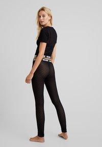 Moschino Underwear - LEGGINGS - Pantalón de pijama - black - 2